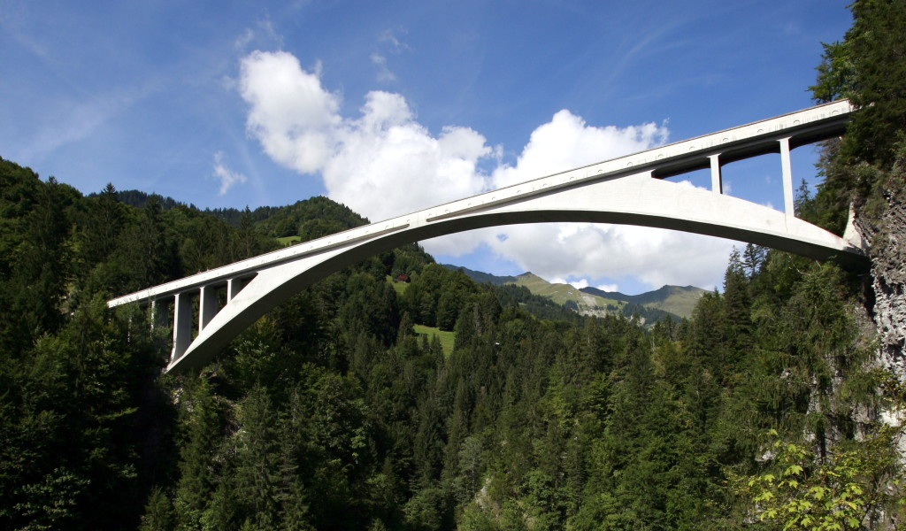 https://en.wikipedia.org/wiki/Salginatobel_Bridge